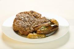Bistecca e patate sugose Fotografia Stock