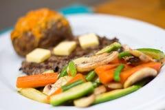 Bistecca e verdure cotte a vapore fotografia stock libera da diritti