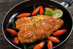 Bistecca impanata fritta del pesce di mare fotografia stock libera da diritti