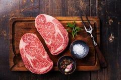 Bistecca marmorizzata fresca cruda Ribeye della carne due Fotografie Stock Libere da Diritti