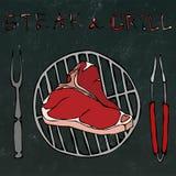Bistecca nella lombata sulla griglia per il barbecue, le tenaglie e la forcella Bistecca e griglia dell'iscrizione Mano realistic Fotografie Stock