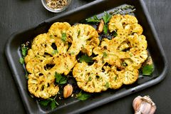 Bistecche al forno del cavolfiore Fotografia Stock