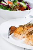 Bistecche di color salmone cotte Fotografie Stock