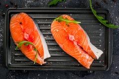 Bistecche di color salmone grezze Fotografia Stock