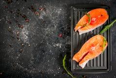 Bistecche di color salmone grezze Fotografia Stock Libera da Diritti
