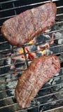 Bistecche di controfiletto sulla griglia Fotografia Stock Libera da Diritti
