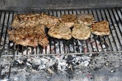 Bistecche e nervature sul BBQ Fotografia Stock Libera da Diritti