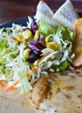 Bistecche ed insalata Immagini Stock