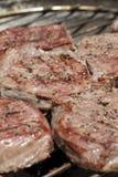 Bistecche sulla griglia del barbecue Fotografia Stock