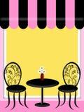 Bistro-Gaststätte mit Markisen-Tabelle und Stühlen Stockfoto