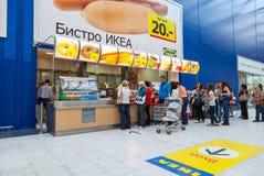 Bistrokoffie in de opslag van IKEA Samara Royalty-vrije Stock Afbeeldingen