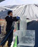 Bita is med en kedja sågar Royaltyfria Foton