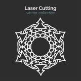 Bitande mall för laser Jul rundar kortet Stansade Mangala vektor illustrationer