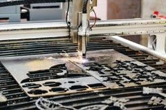 Bitande maskin för CNC-plasma arkivfoto