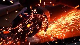 Bitande metall med diskettmolar med ljusa gnistor Royaltyfri Bild