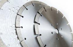 Bitande skivor med diamanter - diamantdisketter för betong som isoleras på den vita bakgrunden Arkivfoto