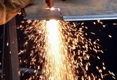 Bitande stål och gnistor Arkivbild