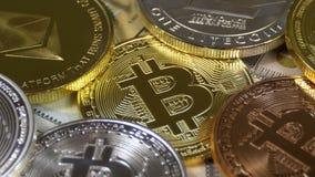 Bitcoin、Litecoin、Ethereum和破折号硬币、BTC、国际航空测量中心、ETH、美元破折号和票据转动 影视素材