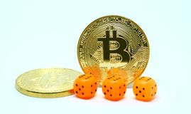 bitcoin三枚模子和两硬币  库存图片
