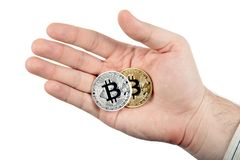 bitcoin两枚硬币在一个人的手上 免版税库存图片