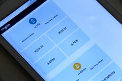 Bitcoin交换率应用 库存照片