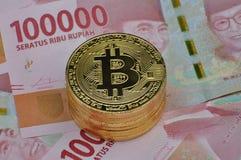 Bitcoin和印度尼西亚卢比货币 图库摄影