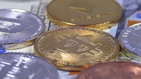 Bitcoin和另外Cryptocurrency Litecoin, Ethereum、破折号美元硬币和票据转动 影视素材