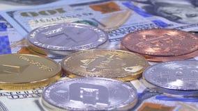 Bitcoin和另外Cryptocurrency Litecoin, Ethereum、破折号美元硬币和票据转动 股票视频