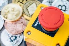 Bitcoin和隐藏货币价格停止损失概念,大红色pus 免版税图库摄影