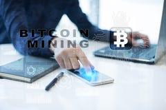 Bitcoin采矿 Cryptocurrency, blockchain 财政技术和互联网概念 库存照片