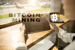 Bitcoin采矿 Cryptocurrency, blockchain 财政技术和互联网概念 免版税库存图片