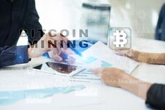 Bitcoin采矿 Cryptocurrency, blockchain 财政技术和互联网概念 免版税库存照片