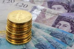 Bitcoin铸造英国英镑钞票 库存照片