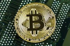 Bitcoin è un modo moderno dello scambio e di questa valuta cripto immagini stock