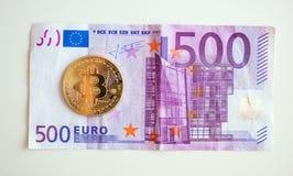 Bitcoin över fem hudred euroräkning Royaltyfria Bilder
