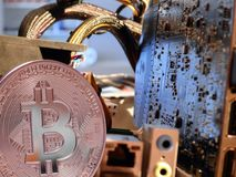 Bitcoin överst av moderkortet Royaltyfri Foto