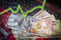 Bitcoin και δολάριο Abo αύξησης cryptocurrency συμβόλων αγοράς BTC Στοκ φωτογραφία με δικαίωμα ελεύθερης χρήσης