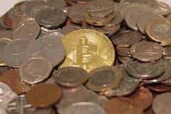 Bitcoin και Στερλίνα στοκ εικόνα με δικαίωμα ελεύθερης χρήσης