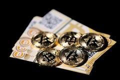 Bitcoin και τραπεζογραμμάτια στοκ εικόνα