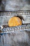 Bitcoin λογότυπων το χρυσό σύμβολο bitcoin νομισμάτων τελευταίο crypto του νομίσματος και η τεχνολογία blockchain εμποδίζουν την  Στοκ φωτογραφίες με δικαίωμα ελεύθερης χρήσης