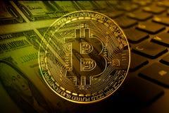 Bitcoin με τα δολάρια και keybord Στοκ Εικόνες