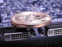 Bitcoin πάνω από τη μονάδα επεξεργασίας γραφικής παράστασης ή GPU Στοκ φωτογραφία με δικαίωμα ελεύθερης χρήσης