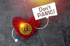Bitcoin σε μια κόκκινη καρδιά με ένα σημάδι στο χέρι του Στοκ εικόνες με δικαίωμα ελεύθερης χρήσης