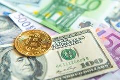 Bitcoin στο δολάριο και την ευρο- επένδυση λογαριασμών, συναλλαγματική ισοτιμία, wea Στοκ Φωτογραφία