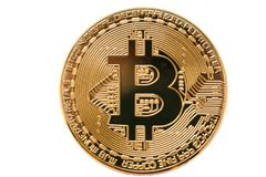 Bitcoin Φυσικό νόμισμα κομματιών Ψηφιακό νόμισμα Cryptocurrency Χρυσό νόμισμα με το σύμβολο bitcoin που απομονώνεται στο άσπρο υπ Στοκ Εικόνες