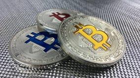 Bitcoin голубого красного цвета и желтого цвета Стоковая Фотография