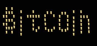 Bitcoin знака Bitcoin слова, bitcoin на черной предпосылке стоковые изображения