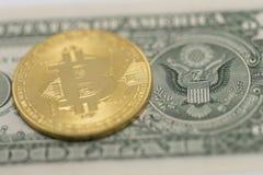 Bitcoin и доллар США стоковое фото rf