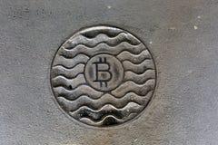 Bitcoin монетки ржаво На серой пакостной предпосылке стоковые фото