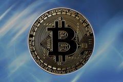 Bitcoin на голубой предпосылке Стоковые Фотографии RF